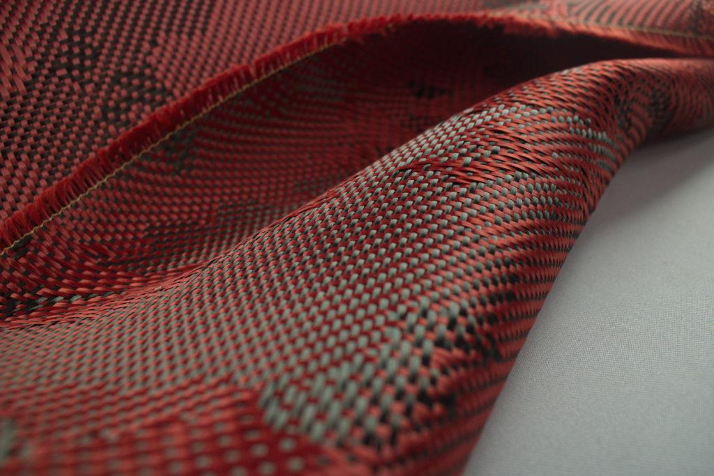 ผ้าคาร์บอนลายพราง สีแดง ผ้าคาร์บอนลายพราง สีแดง มีขนาดทดลองให้เลือกใช้ เลือกเล่น. 30X100 cm ราคาม้วนละ 550 บาท. พร้อมชุดฝึกหัดหุ้มคาร์บอน