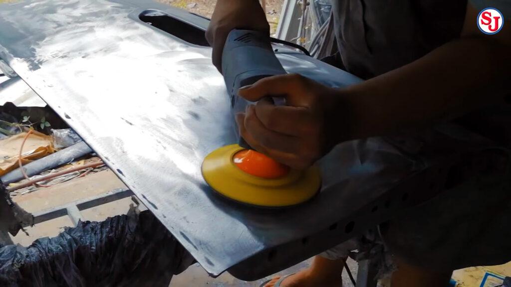 วิธีหุ้มผ้าคาร์บอนแท้ ขั้นที่ 1 ลอกสีทิ้งให้หมด