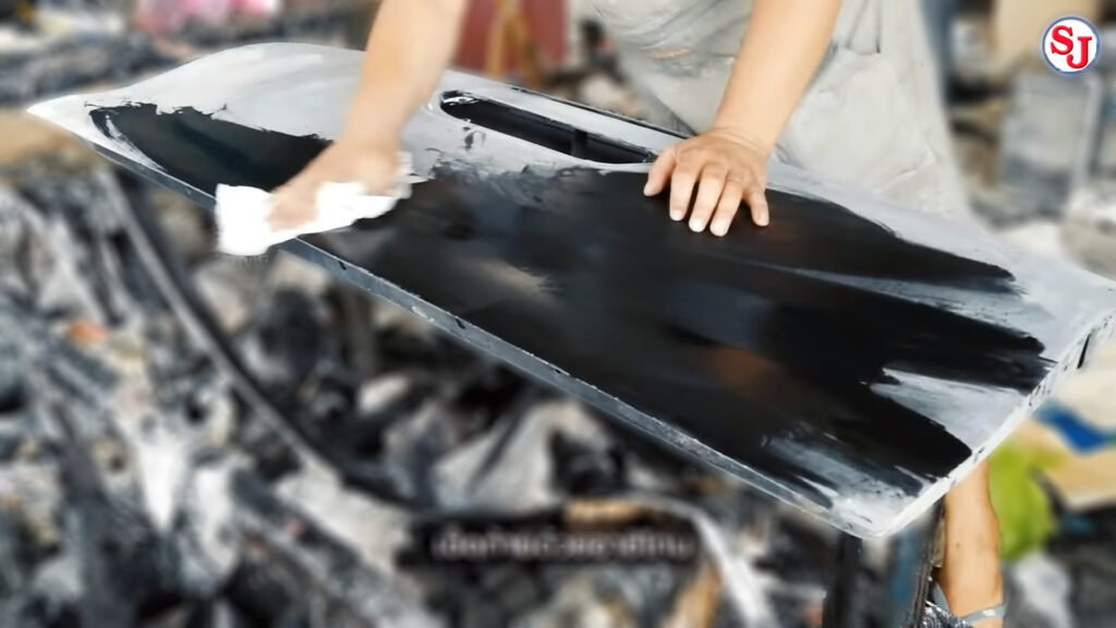 วิธีหุ้มผ้าคาร์บอนแท้ ขั้นที่ 4 เช็ดด้วยอาซิโทน