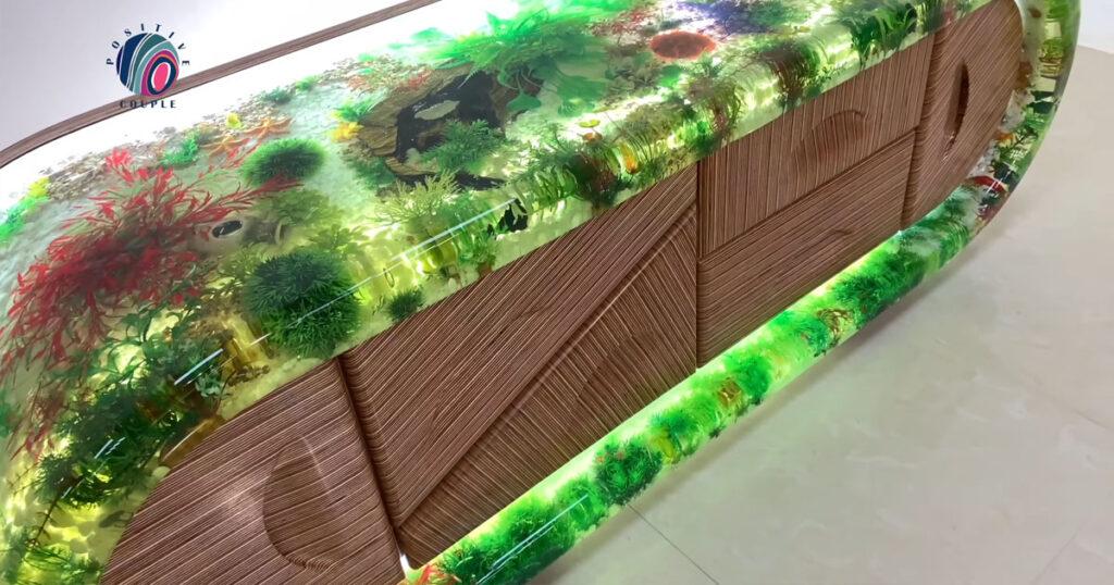2. โต๊ะตู้ปลาเทียมจากอีพ็อกซี่และไม้