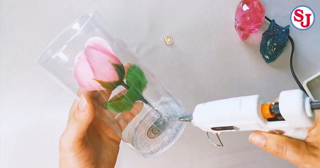 ขั้นตอนที่ 2 ใส่ดอกไม้ในภาชนะ